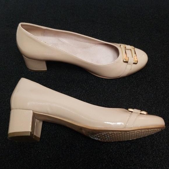 66a6efcae0d0 AEROSOLES Shoes - EUC Nude Aerosoles kitten block heels score pad